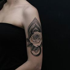 Tatuaje ornamental y dotwork