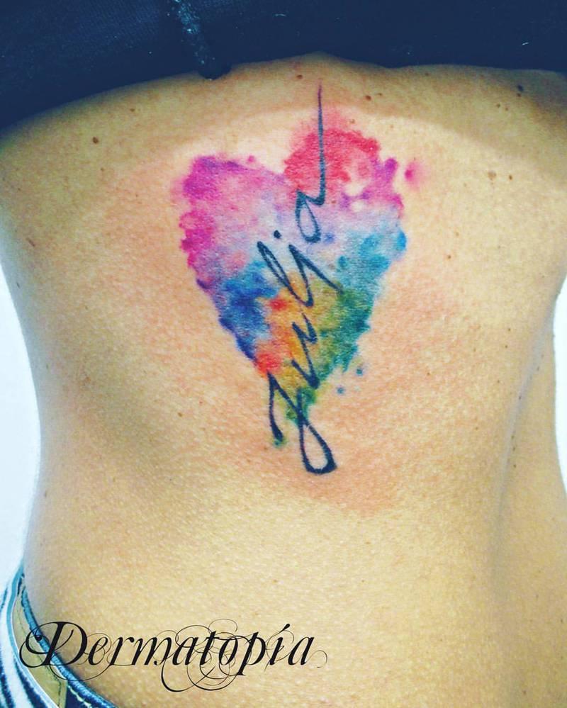 28 Nice Aqua Color Tattoos: Corazón Acuarela